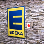 Edeka Logo Wand